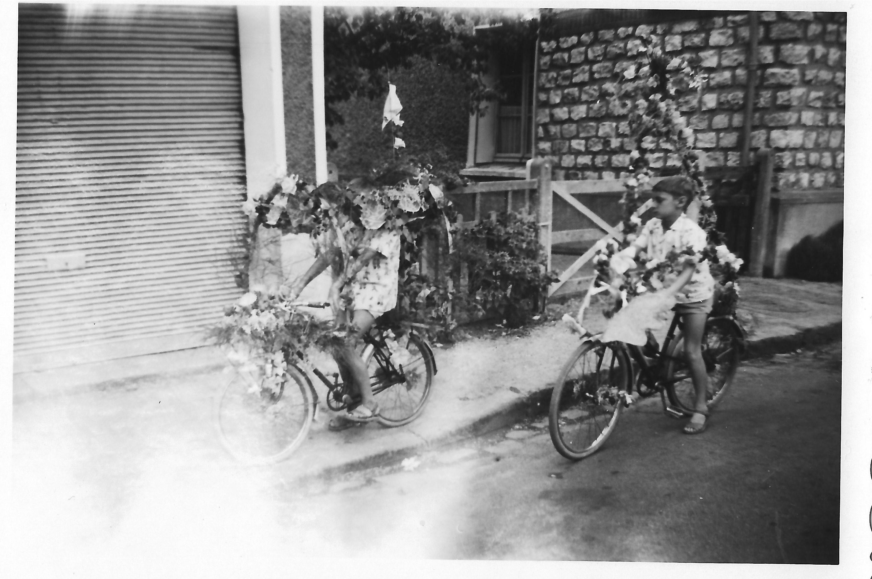 Un participant du concours de vélos fleuris - Photo Lydie Gascoin