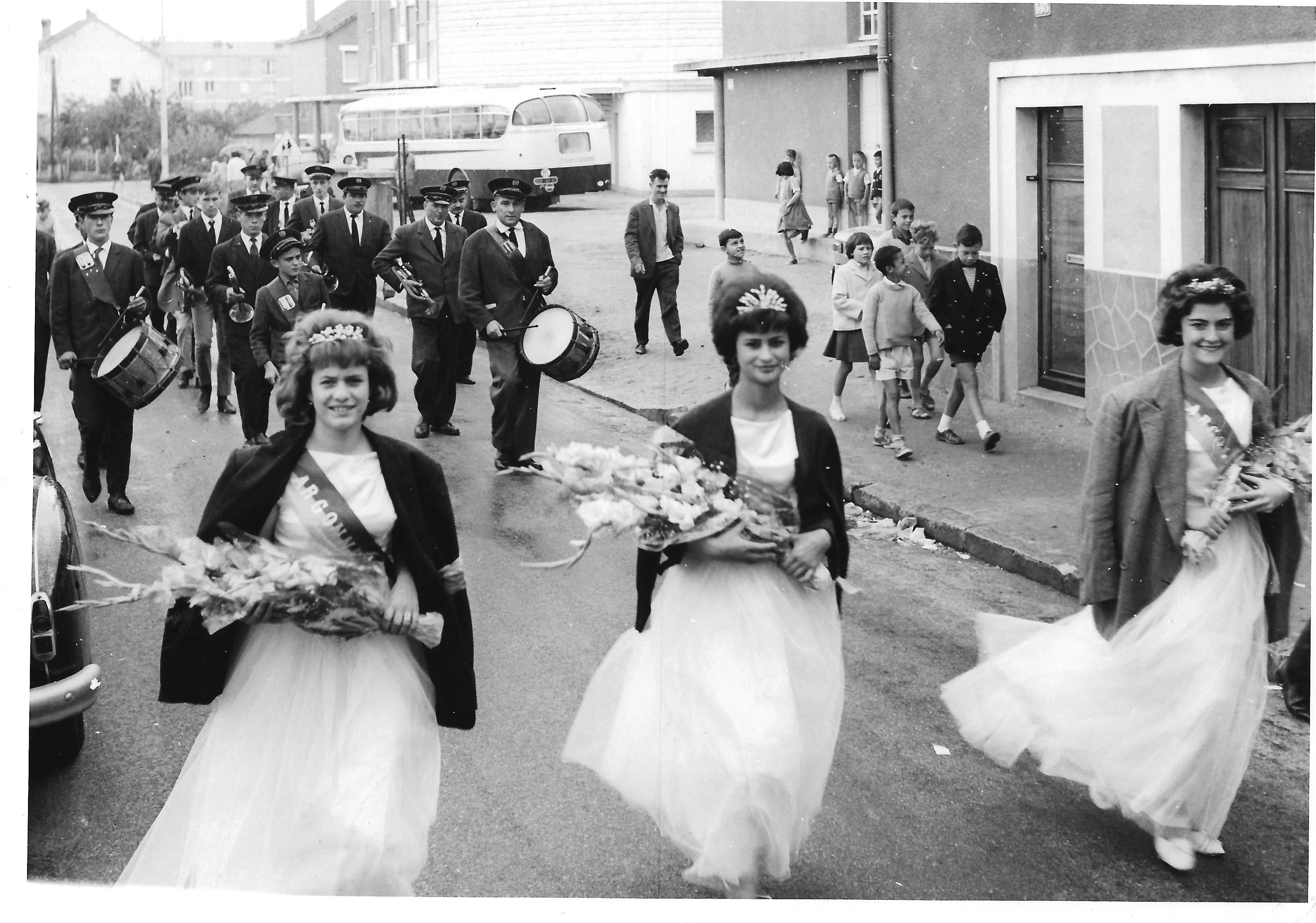 La reine et ses demoiselles d'honneur - Photo Lydie Gascoin